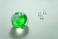 Globe of the Green glass. Image that appeals for environmental protection.