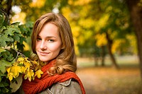 Closeup portrait of beautiful fashionable woman in autumn park.
