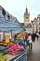 Fruit stand on Hauptmarkt square, St. Gangolf church at back, Trier, Rhineland-Palatinate, Germany, Europe