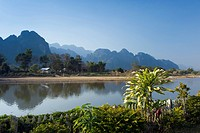 Nam Song River, karst mountains, Vang Vieng, Vientiane, Laos, Indochina, Asia