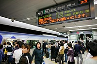 Tokyo´s subway system is well developed and organised Some stations nadle more than 1 million passengers a day Most people use public transport to go ...