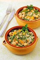 Couscous with chickpeas and wild asparagus