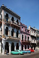 Row of houses, vintage cars, Prado, Paseo de Martí, Villa San Cristobal de La Habana, old town, La Habana, Havana, UNSECO World Heritage Site, Republi...