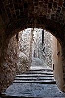 Narrow alley in the Jewish Quarter, Girona, Catalonia, Spain