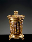 Goldsmith's art, Italy, 15th century. Grey jasper with ochre spots gold-mounted cup with cover. Height 18.7 cm. Signed LAV.R.MED.  Florence, Palazzo P...