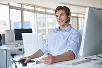 Smiling businessman with headset (thumbnail)
