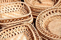 close_up of the woven plates