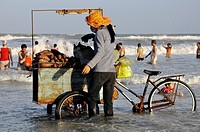 Vietnam, Ba Ria province, Vung Tau, food seller on the beach