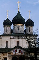 Russia - Jaroslavl (Historical Centre, UNESCO World Heritage List, 2005). Church of Elijah the Prophet, 1647-50. Detail of the domes.