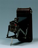 Modern antiques, United Kingdom, 20th century - Kodak 1A Teagra camera, 1930.  Private Collection