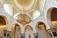 Lustre in the prayer hall, Sheikh Zayed Grand Mosque, Al Maqtaa, Abu Dhabi, United Arab Emirates, Middle East, Asia
