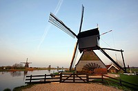 Historic windmill, UNESCO World Heritage Site, Kinderdijk, South Holland, Netherlands, Europe