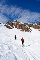 Ski mountaineers during ascent to Mt Staudenberg Joechl in Ridnaun above Schneeberg, Sterzing, Mt Staudenberg Joechl at back, South Tyrol, Italy, Euro...