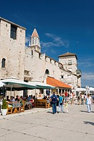 Riva promenade, restaurant and city wall, old town, UNESCO World Heritage Site, Trogir, Dalmatia, Croatia, Europe