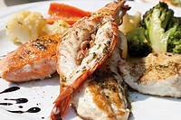 Fish platter, King Prawn, salmon, red mullet, pike-perch fillet, carrots, cauliflower, broccoli