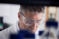 Germany, Bavaria, Munich, Scientist doing medical research in laboratory