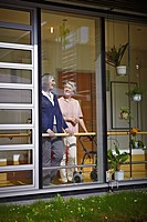 Germany, Cologne, Senior women in nursing home, smiling