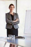 Portrait of confident businesswoman with arms crossed (thumbnail)