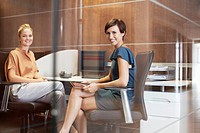 Portrait of smiling businesswomen in office (thumbnail)