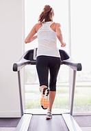 Woman running on treadmill (thumbnail)