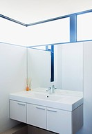Sink and mirror in modern bathroom (thumbnail)