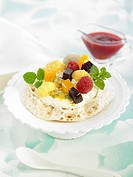 Pavlova meringue with fruits