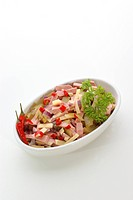 Wurstsalat mit scharfer Paprikaschote