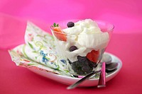 Cream with fresh berries