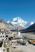 Tibetan Buddhism, Rongbuk Monastery, white stupa, summit of Mount Everest, base camp north side, the Himalayas, central Tibet, U_Tsang, Tibet Autonomo...