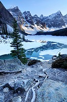 moraine lake valley of the ten peaks