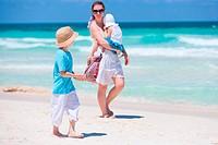 Familie am Strand Urlaub