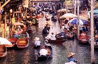 Damnoen Saduak Floating Market in Ratchaburi Province, Thailand