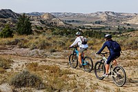 Mountain biker, Maah Daah Hey Trail, Medora, North Dakota, USA