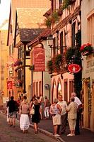 Das Traditionelle Weindorf Turckheim an der Weinstrasse im Elsass im osten von Frankreich.