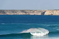 Portugal, Algarve, Sagres, View of Atlantic ocean with breaking waves and cliff in background