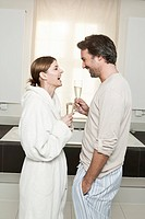 Germany, Berlin, Mature couple in bathroom with sparkling wine (thumbnail)
