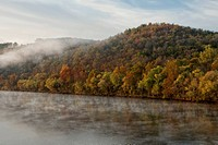 USA, Arkansas, Ozarks National Forest, Mist and fog on White River