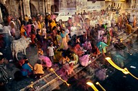 Making offerings ´puja´ to the lake Pichola during a holy day, Gangaur Ghat  Udaipur  Rajasthan  India.