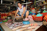 Fishmonger gutting a fish for a customer, Old Market in Siem Reap, Cambodia, Southeast Asia, Asia