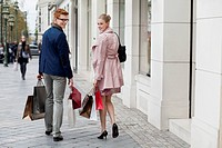 Couple carrying shopping bags (thumbnail)