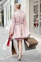 Woman carrying shopping bags (thumbnail)