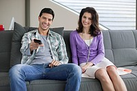 Couple watching television (thumbnail)