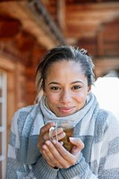 Portrait of smiling woman drinking tea (thumbnail)