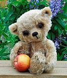 Teddy bear Lucky with apple