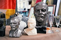 Paris, France, Shopping, Flea Market, Collectible Russian Sculptures of Lenin on Display in Public Market, Cour de Vincennes