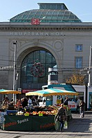 Street fruit and vegetable market in front of the Hauptbahnhof Mainstation, Mannheim Baden Wuerttemberg Germany