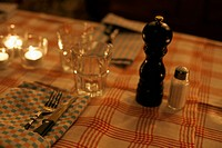 Restaurant table setting (thumbnail)