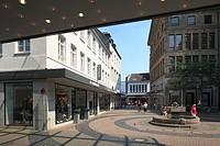D-Krefeld, Rhine, Lower Rhine, Rhineland, North Rhine-Westphalia, NRW, Schwanenmarkt, market place, Schwanenbrunnen, spring, shopping street, pedestri...