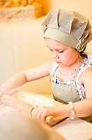 Little girl start cooking pizza