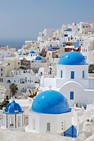 Greece, View of classical whitewashed church of Cyclades at Oia (thumbnail)